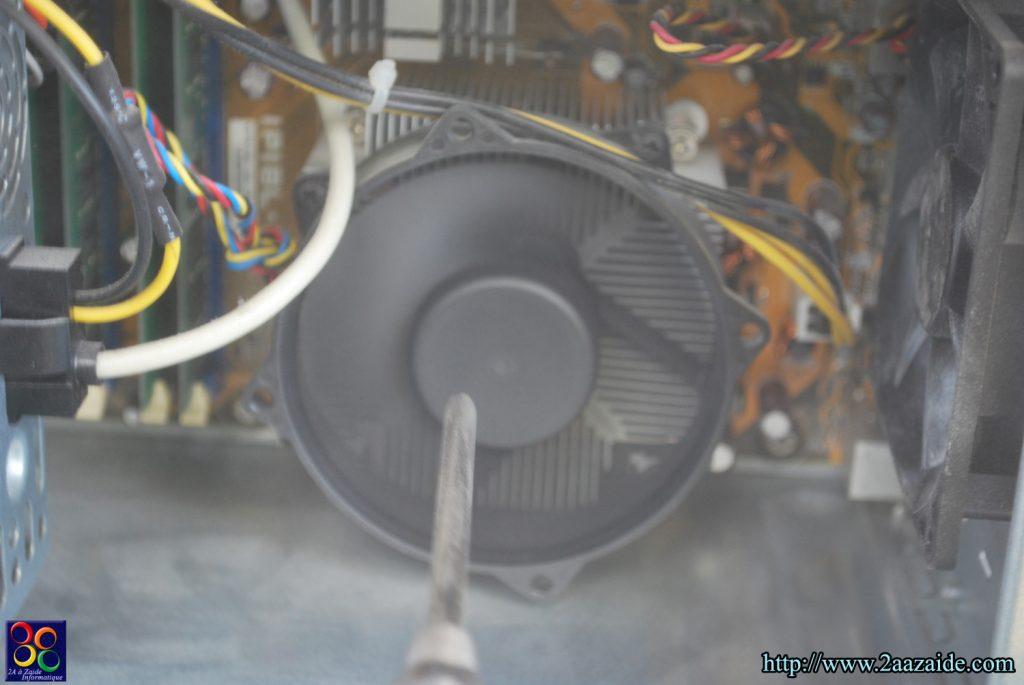 Nettoyage du ventilateur processeur à l'air comprimée